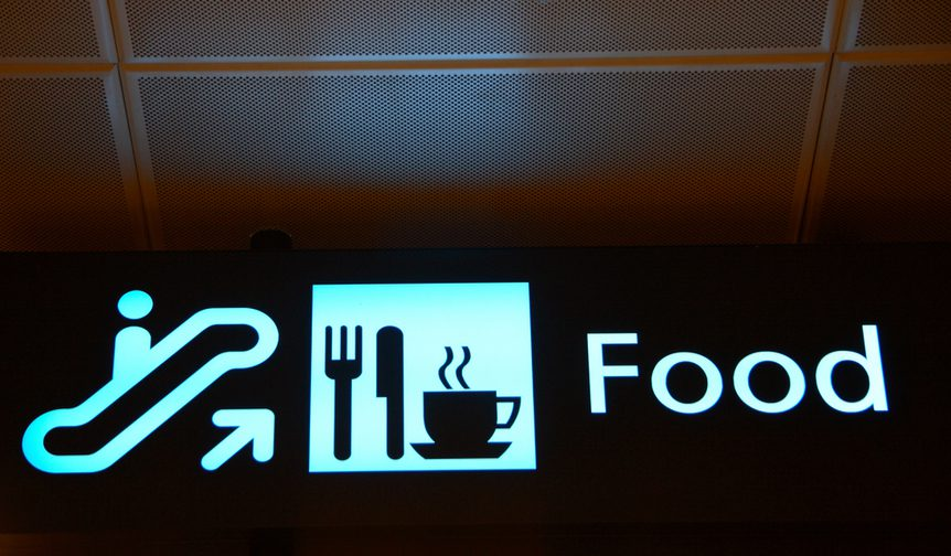 airport food lounge